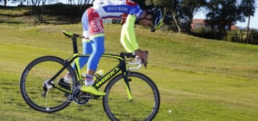 Peter Sagan (Tinkoff-Saxo) and Vittorio Brumotti playing golf on the bike