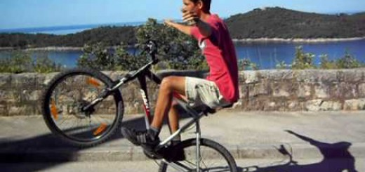 Longest No-Handed Bicycle Wheelie 03:20,25 min/sec – RecordSetter